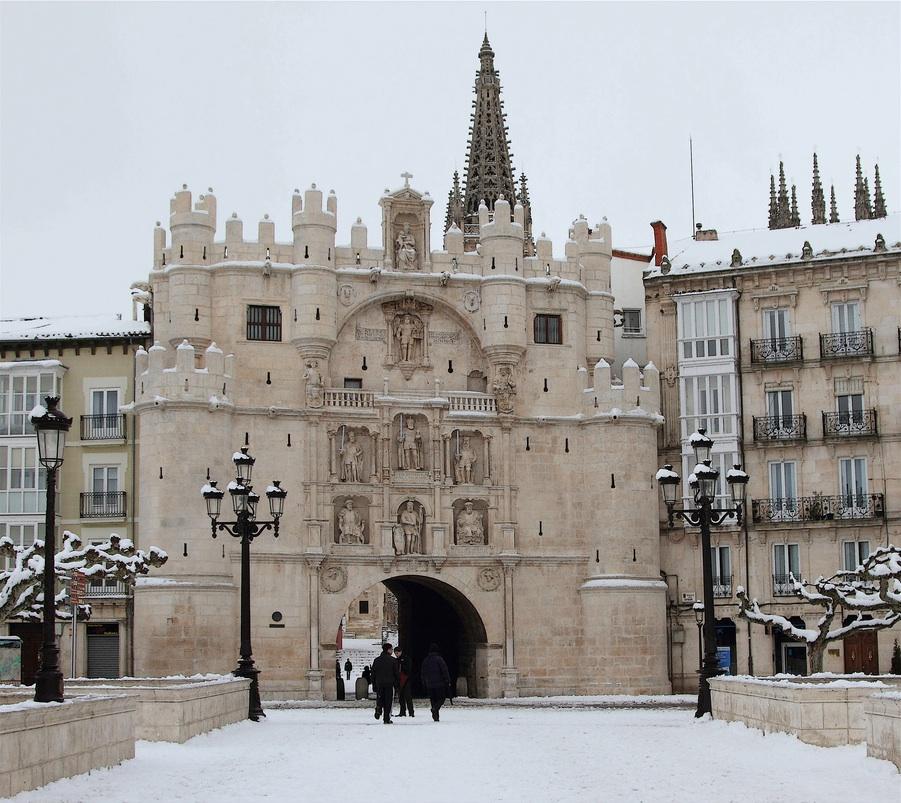 Nieve en el Arco de Santa MaríaSnow in the Arco de Santa MaríaLa neige à l'Ar...