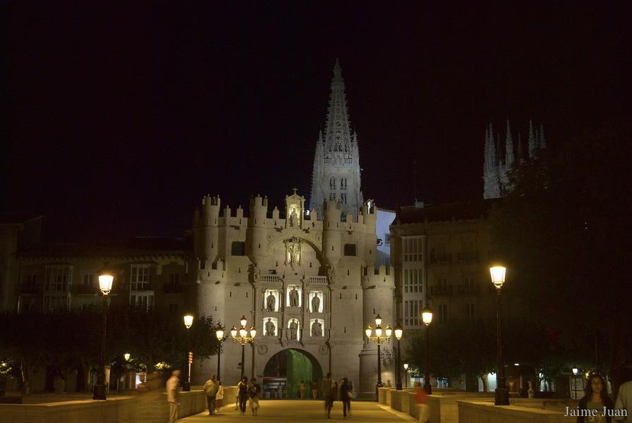 La noche en el Arco de Santa María Night at the Arco de Santa MaríaNuit à l'A...